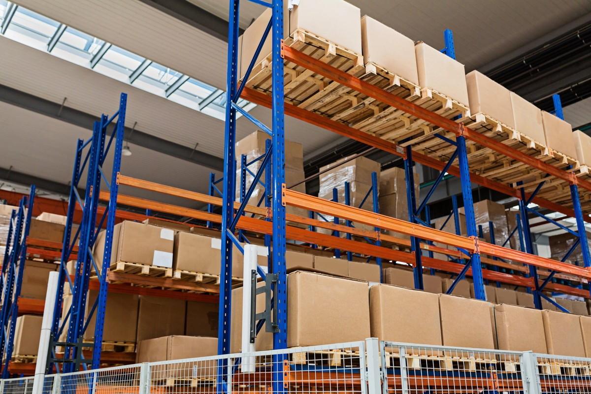倉庫管理と在庫管理の違いは?物流コストを減らすには3つのポイントが重要