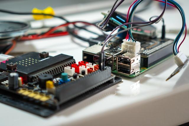 Raspberry Pi(ラズベリーパイ)とは?IoTも含めた3つの活用事例を紹介