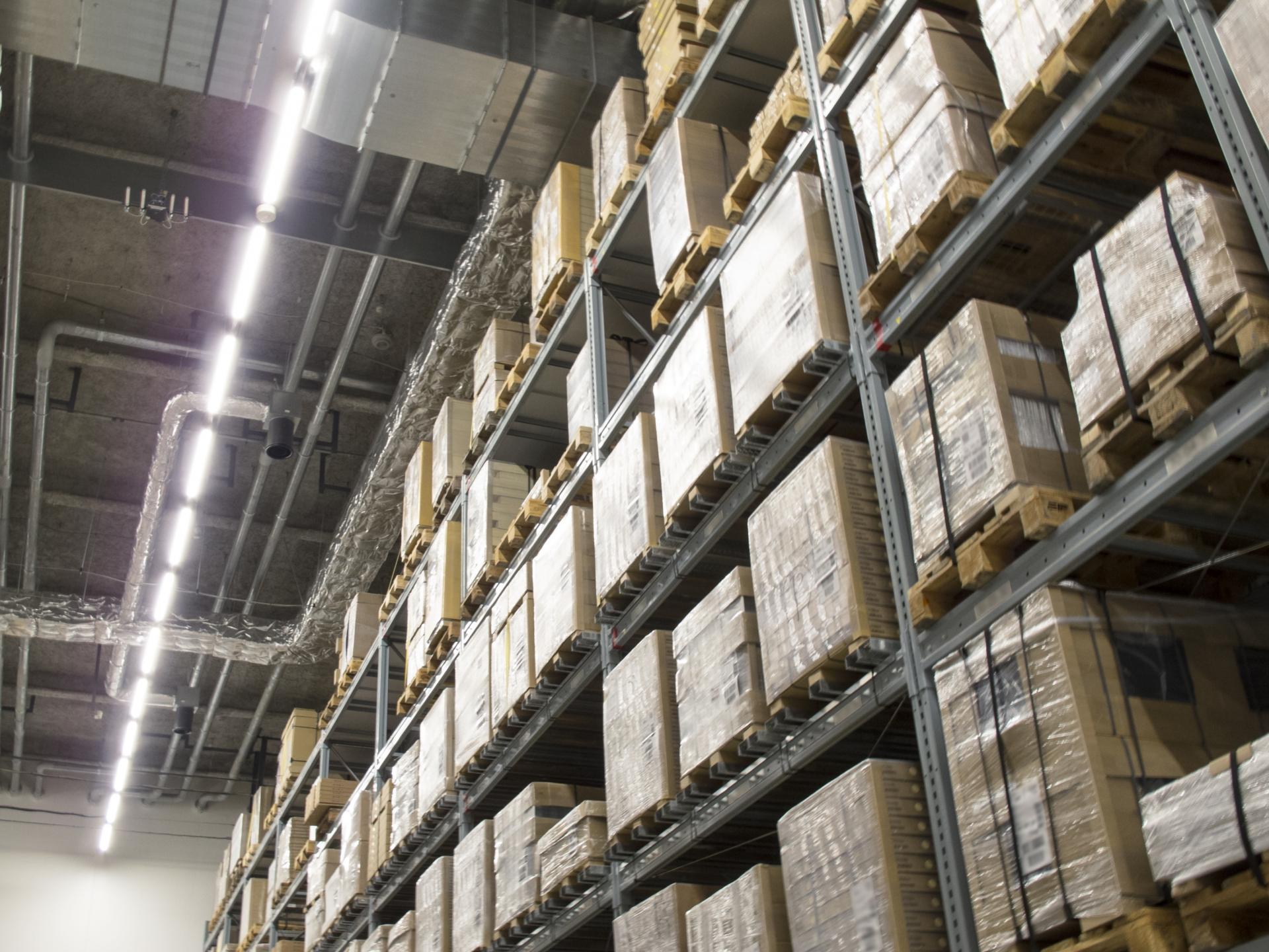 棚卸および受払いを自動化し、非接触業務を推進