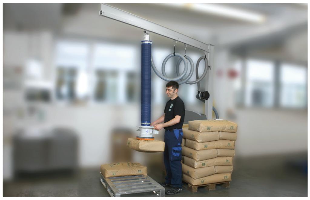 クラフト紙袋のパレタイジングに使用される真空バランサー「ジャンボスプリント」